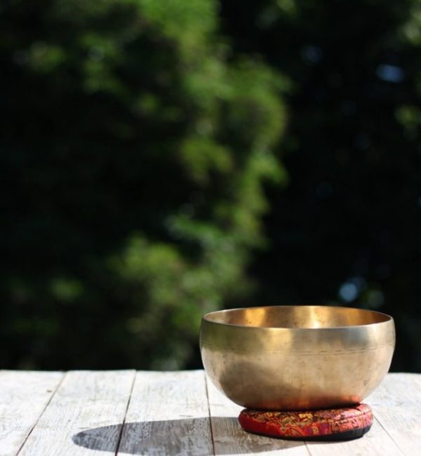singing-bowl-shell-gold-wood-oriental-wellness